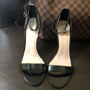 😍NEW LISTING😍 Vince Camuto heels